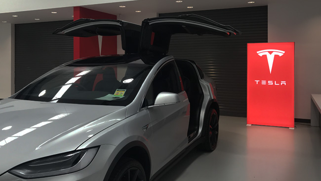 Freestanding PIXLIP GO Lightbox in a Tesla Showroom