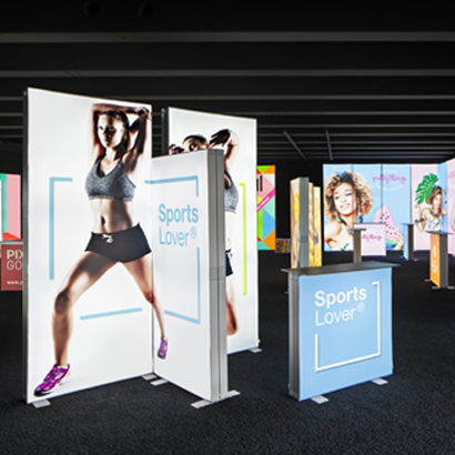 View into a Pixlip Go Showroom with several Pixlip Go frames built up to huge and small exhibtion stands