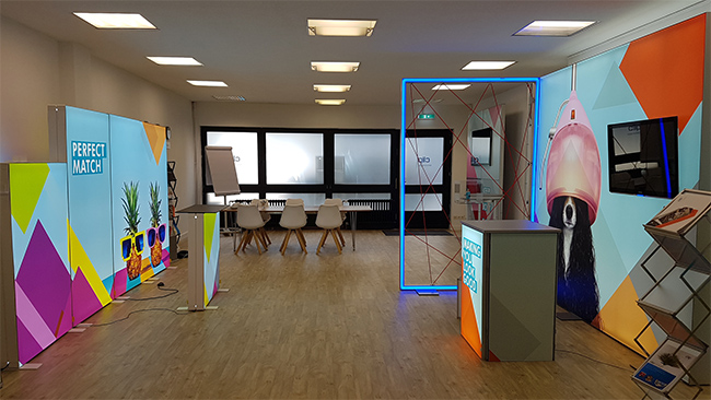 Pixlip Go lightbox in a Showroom